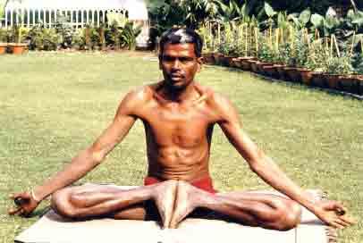 yoga posture postures asana du yoga du hatha yoga et du tantrisme. Black Bedroom Furniture Sets. Home Design Ideas